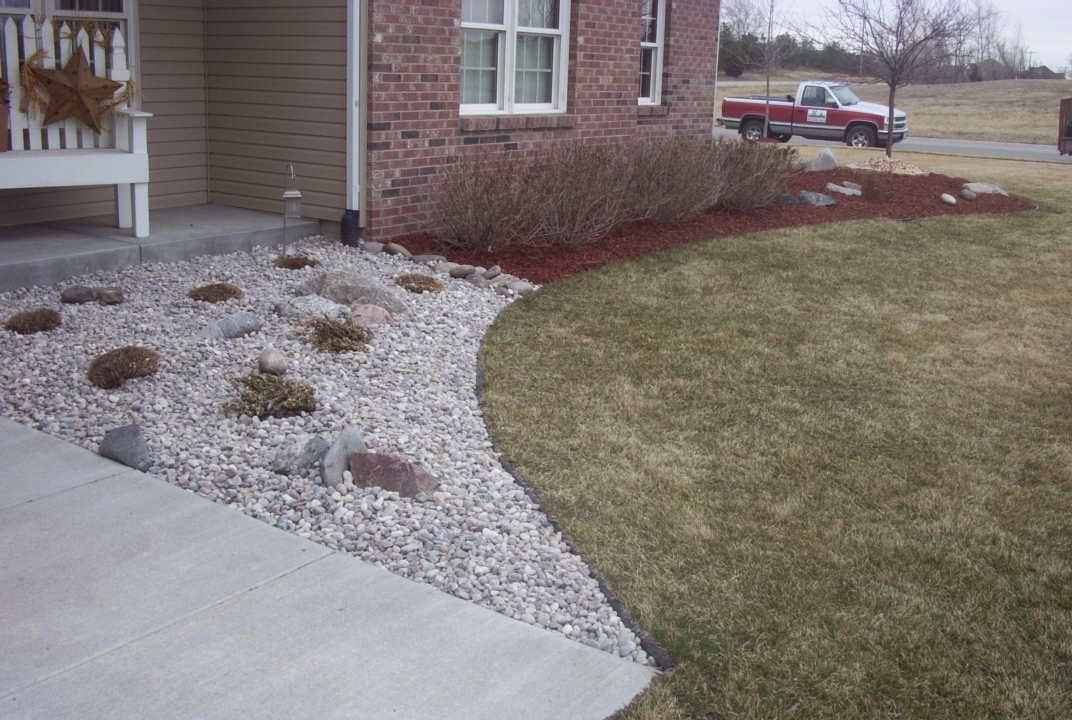 use both river rock and mulch to to broaden the landscaping inpact - Garden Design Using Rocks